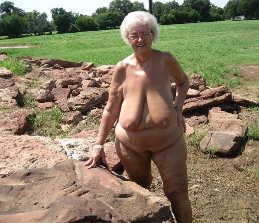 Gros seins Granny et mamans TubeGold