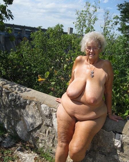Голые толстые старушки фото 9051 фотография